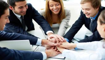 La educación y respeto son valores clave para un buen comportamiento en la oficina