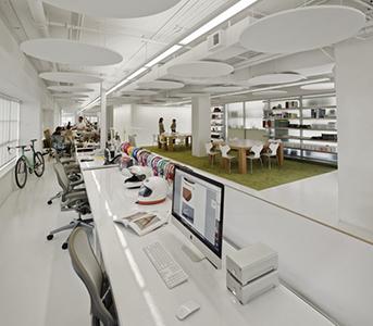 Diseño lineal mesas de oficinas pequeñas
