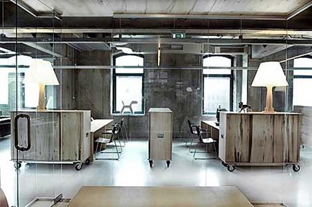 Ejemplos de decoraci n de oficina de estilo industrial for Diseno oficinas industriales