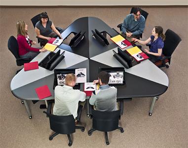 Elegir la mejor mesa de reuniones para tu sala de juntas