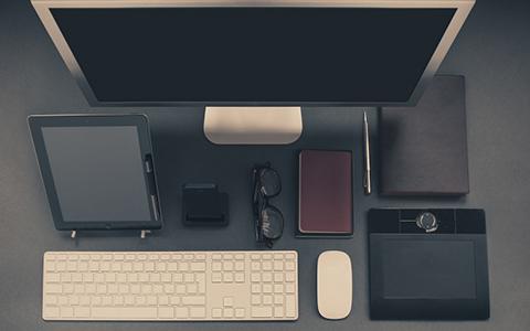 Mesa oficina perfectamente ordenada