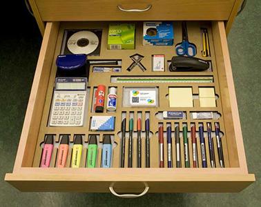 Oficina ordenada eficientemente