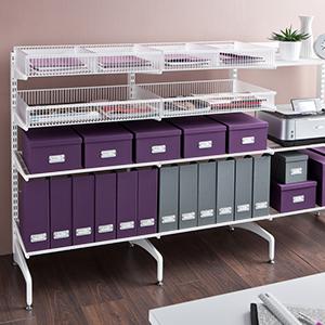 Oficina ordenada con archivadores y carpetas