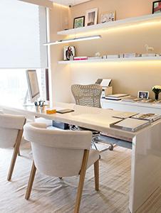 Decorar un despacho pequeño con buena iluminación